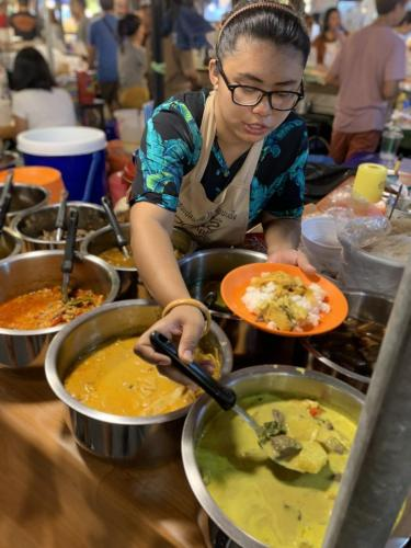 Rot Fai Market Ratchada - best yellow curry